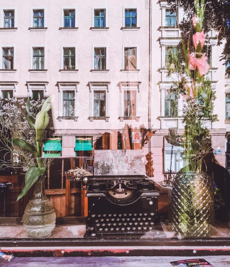 Το Βερολίνο έχει καταστραφεί και αναγεννηθεί πολλές φορές. Το Βερολίνο είναι μία όμορφη ελεύθερη πόλη που σου δίνει πολλές επιλογές. Ταξίδι Βερολίνο: Η πόλη της σκιάς και του φωτός, της απελευθέρωσης