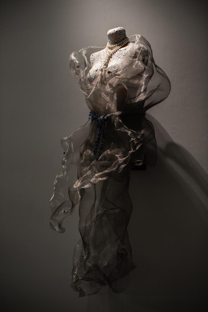 Κοσμήματα - η πανοπλία της ψυχής και η έκφρασή της: LOGA di LUSSO | Συνέντευξη | Μία έκθεση διάλογος μεταξύ της ζωγραφικής, φιγούρων και κοσμηματοποιίας.
