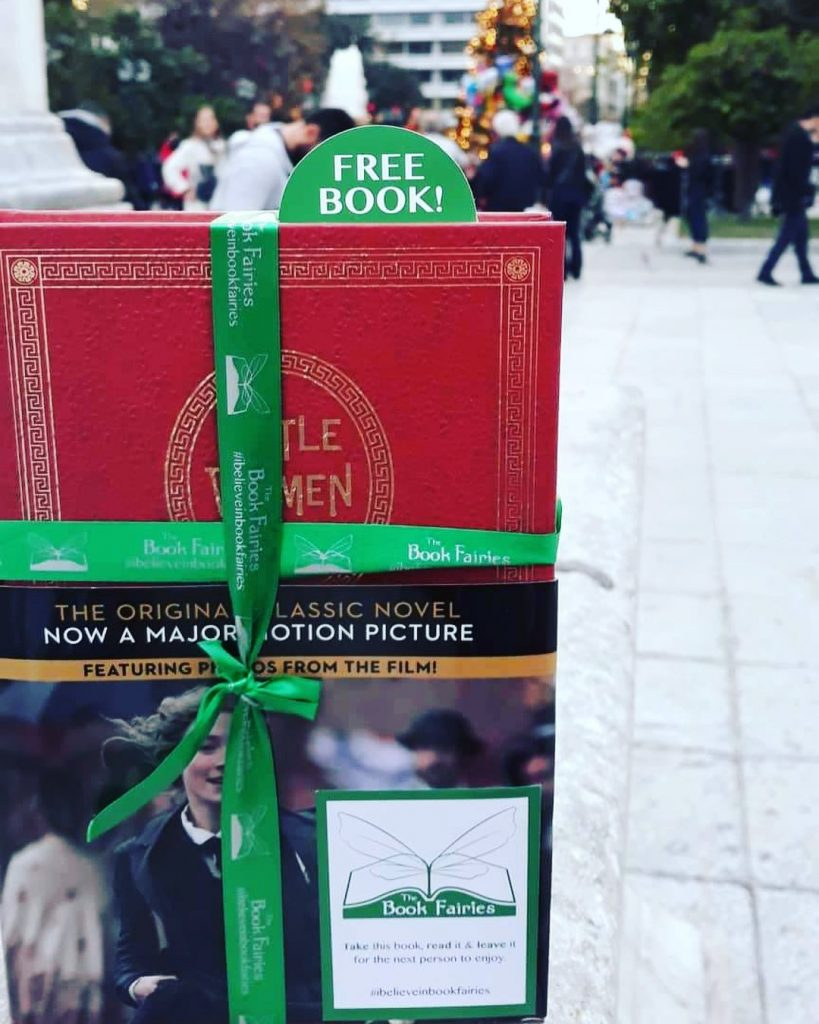 Ποιες είναι οι Book Fairies Greece; Πώς μπορείς να βρεις τα δωρεάν βιβλία που μοιράζουν στην; Ο μαγικός κόσμος των Book Fairies & το Βιβλιοφαγικό κυνήγι!